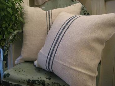 WFF grain_sack_pillows_op_800x600