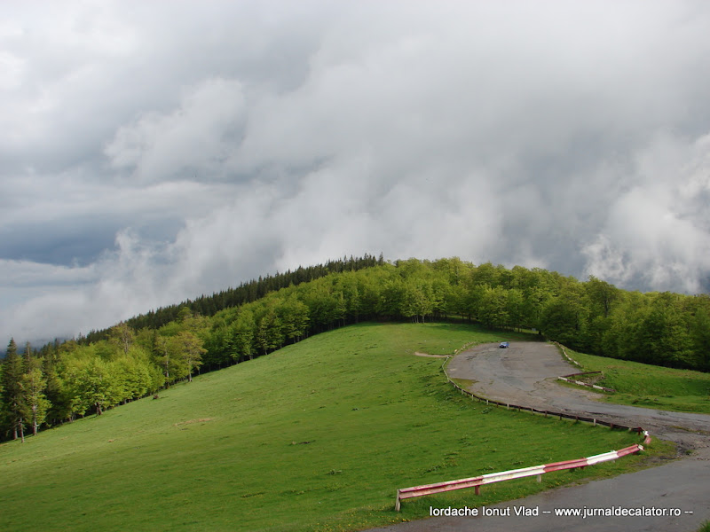Priveliste de la Cabana Muntele Rosu 1280 m
