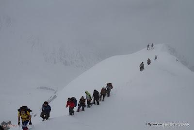 Ajuns pe Varful Serbota(2331 m ) Yuck ne face poze.