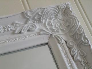 Hvitt antikt speil