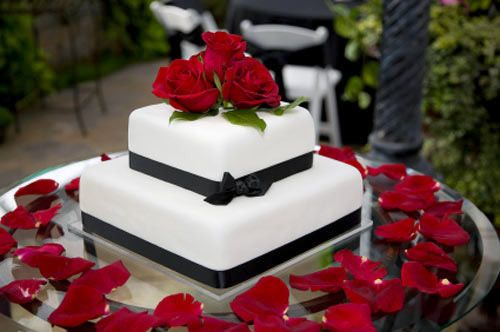 Black Red And White Wedding Table Settings Red And Black Table Decor ...