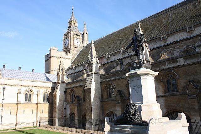 Cromwellova socha u House of Parliament.