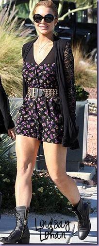 Lindsay-Lohan-Coturno-Vestido-Floral-Cardigã cópia
