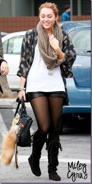 Miley-Cyrus-Short-Couro