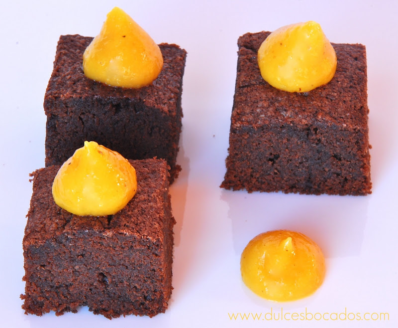 brownie con curd de maracuya