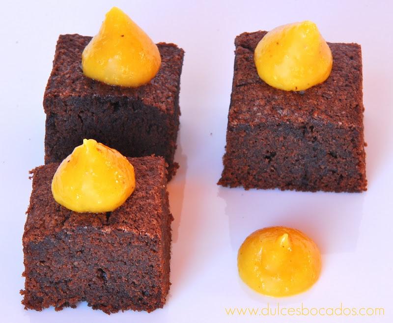 brownie con curd de maracuya