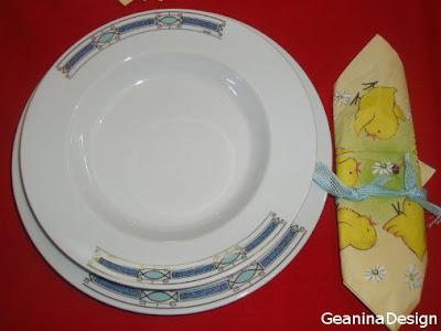 Masa decorata pentru Paste cu accesorii de primavara, servetele, lumanari. GeaninaDesign.