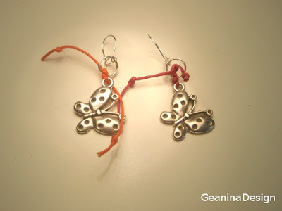 Cercei in forma de fluture, metalici argintati cu agatatori din argint.