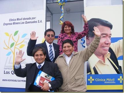 la alcaldesa provincial de huarochirí junto al consejero de yauyos y los directores de la red de salud de huarochirí y de la clínica móvil, respectivamente