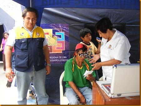 director de la red de salud de huarochir ¡, dr. javier osorio supervisando la campa ¦a de salud