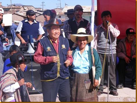 nelson chui con los pobladores de huachupampa 2