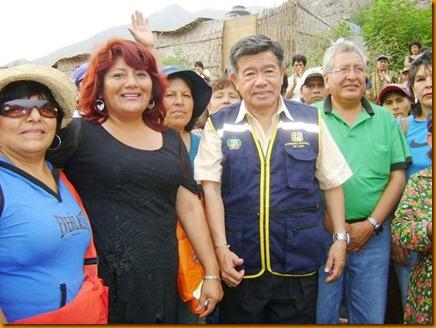 presidente regional nelson chui mejía juntoa  a la alcaldesa provincial de huarichirí rosa vásquez cuadrado y otras autoridades de la provincia