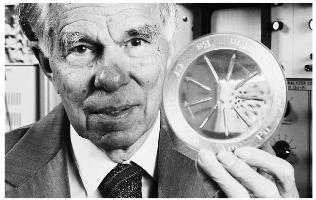 Glenn T. Seaborg holds a sample containing artificial elements between 94 and 1D2 on the periodic table .