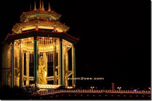 The Goddess of Mercy (Kuan Yin) statue at Kek Lok Si Temple in Air Itam by zoom2see.com