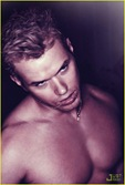 kellan-lutz-shirtless-interview-magazine-03