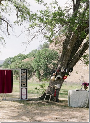 Photo-booth-and-prop-tree
