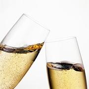 brindis choque de copas de champagne
