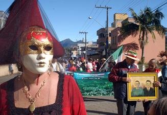 Nova Veneza - SC - 21/06/2008 - Geral<br />Foto: Ulisses Job<br />Desfile famílias colonizadoras, resgataram um pouco da história de seus antepassados e uniram gerações. Pessoas trajadas Carnevale di Venezia, também participaram com suas máscaras e trajes típicos.<br />