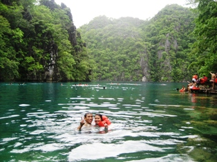 Kayangan Lake swimming - twin lagoon