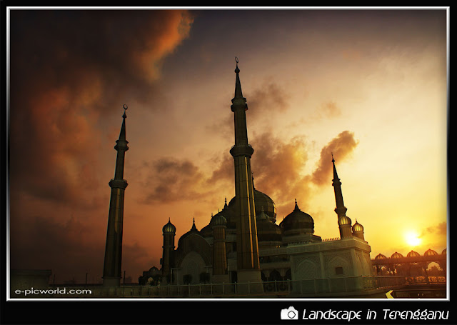 sunrise at masjid kristal picture