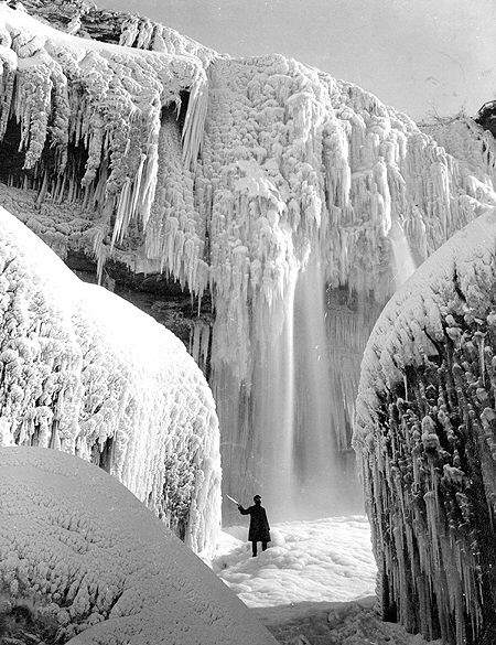 Year-1911 When Niagara was Frozen
