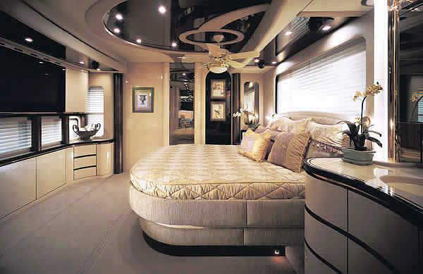 Very Big Luxurious Bus WANNA RIDE IN THIS....