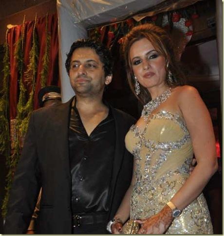 Stars_at_Fardeen_Khan_s_sister_Laila_Khan_wedding_reception_6_