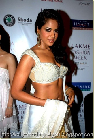 Sameera-Reddy-at-Lakme-Fashion-Week-2-500x746