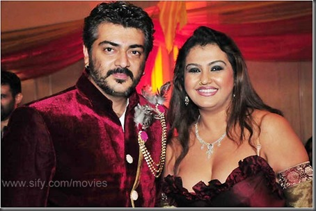 Sona strikes a pose with Thalai Ajith