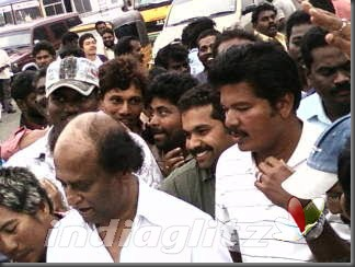 02 'Endhiran' Celebrates Rajini Birthday