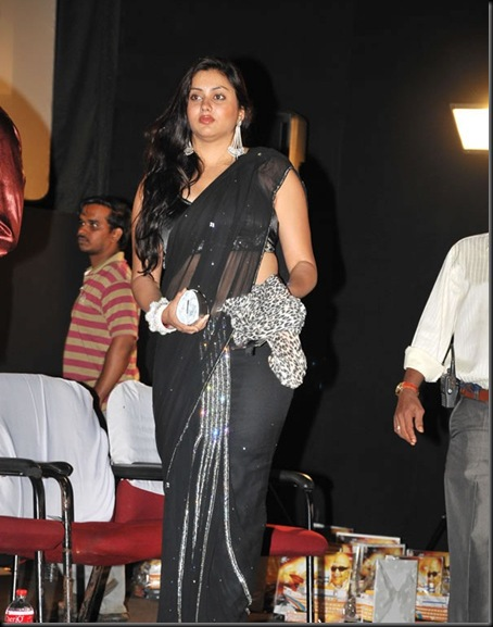 Namitha_in_Black_saree_(7)