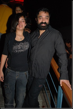 Akshara Hassan,Kamal Hassan at the launch of Rollingstone magazine in Hard Rock Cafe on Feb 27th 2008(51)