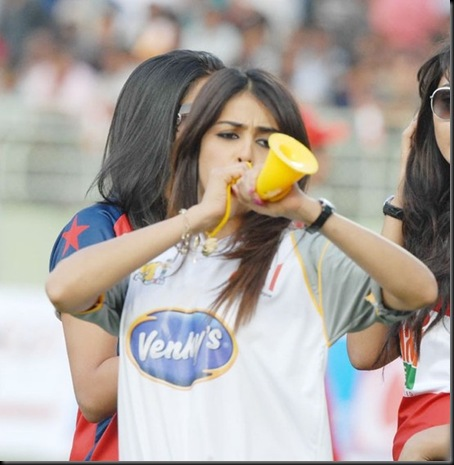 Genelia-cheers-at-Celebrity-Cricket-League-T20-3