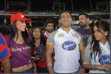 Shriya-Saran-cheers-at-Celebrity-Cricket-League-T20-3