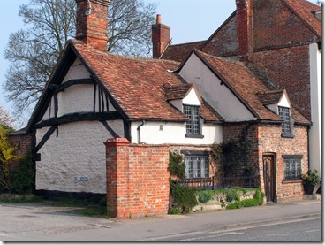 Crooked-Cottage-In-Thame-(3)