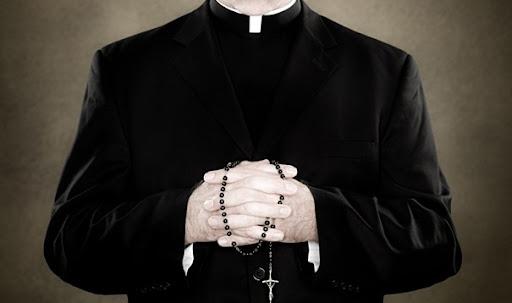 http://lh4.ggpht.com/_3lxRxE4XH4I/TdeZDB3wvpI/AAAAAAAAFHs/jafYKN1T0vU/gty_catholic_priest_ll_110520_wg.jpg