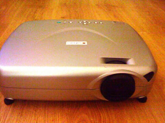 http://lh4.ggpht.com/_3zXPOsA4QQc/TMXHu3tnY3I/AAAAAAAAAEo/G-GllDRo_Yg/s640/projector.JPG