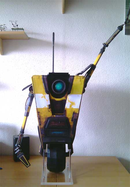 Borderlands Claptrap Papercraft CL4P-TP