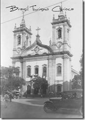 Igreja de São Francisco de Paula (anos 30) no Largo de São Francisco. No seu lado esquerdo situava-se a grande loja de departamentos Park Royal, completamente destruída por incêndio em 1943.