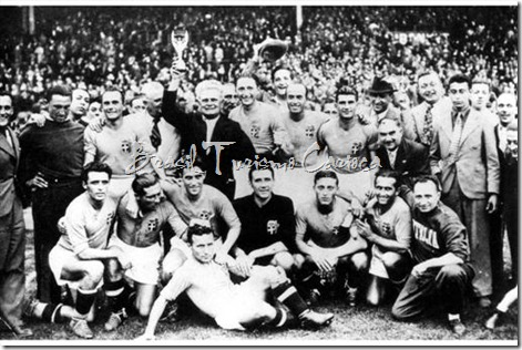 Italy 4 v Hungary 2. The Italian team celebrate with the