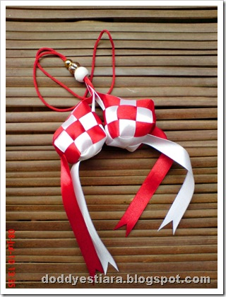 ketupat merah putih