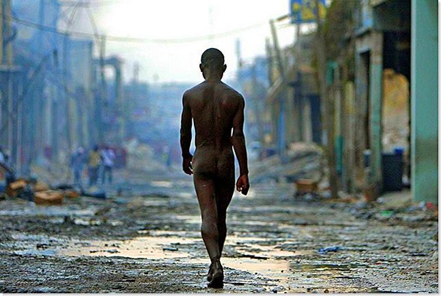 CristobalManuel,ElPais_Desnudo en Haiti