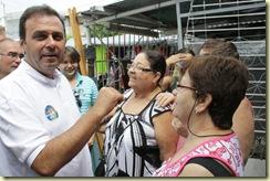 30/08/2010 – Política – Carlos Eduardo, durante a caminhada na feira de Currais Novos – Foto: Alex Régis/ Ágil Fotografia