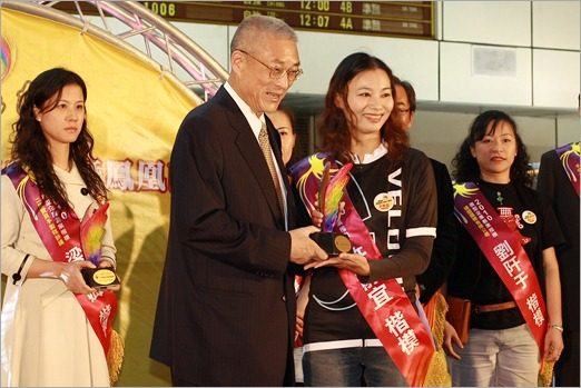 Premier of Taiwan Mr Wu with Jessica Major GM Velocite