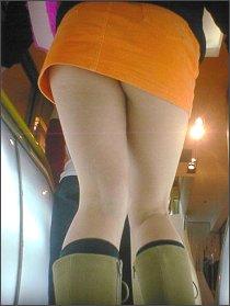 Wapada! Tukang Intip Celana Dalam Cewek Beraksi Di Bus Trans Jakarta