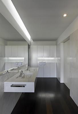 white bathroom interior decorating design ideas