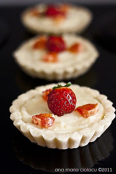 1Mini tarte cu crema pasticcera si capsuni