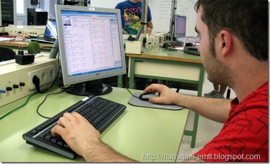 Imanol rellena su informe on-line