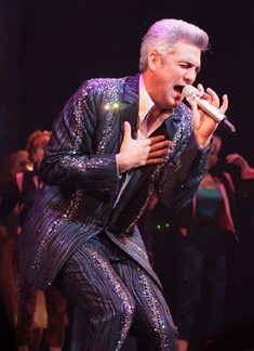 Click to get a close-up view of the sparkliness that is Taylor Hicks as Teen Angel