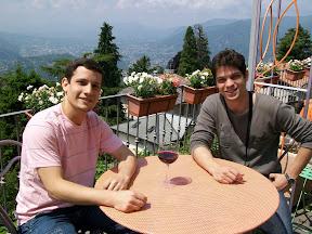 Eu e meu irmão... A cidade de Como lá em baixo